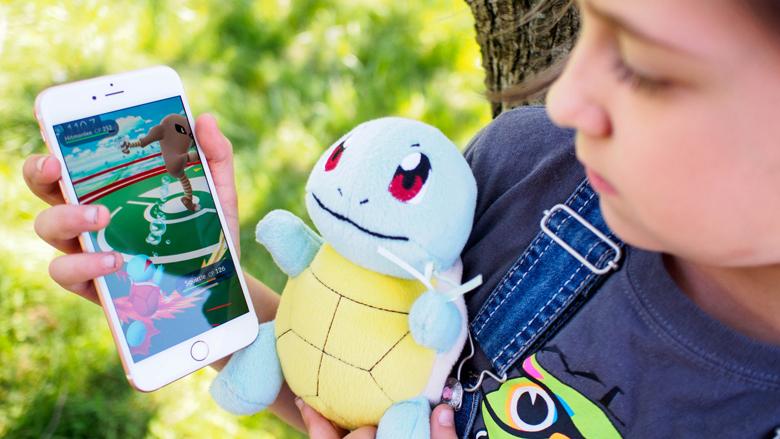 Пользователи iOS проводят в Pokémon GO в день больше времени, чем в Facebook.